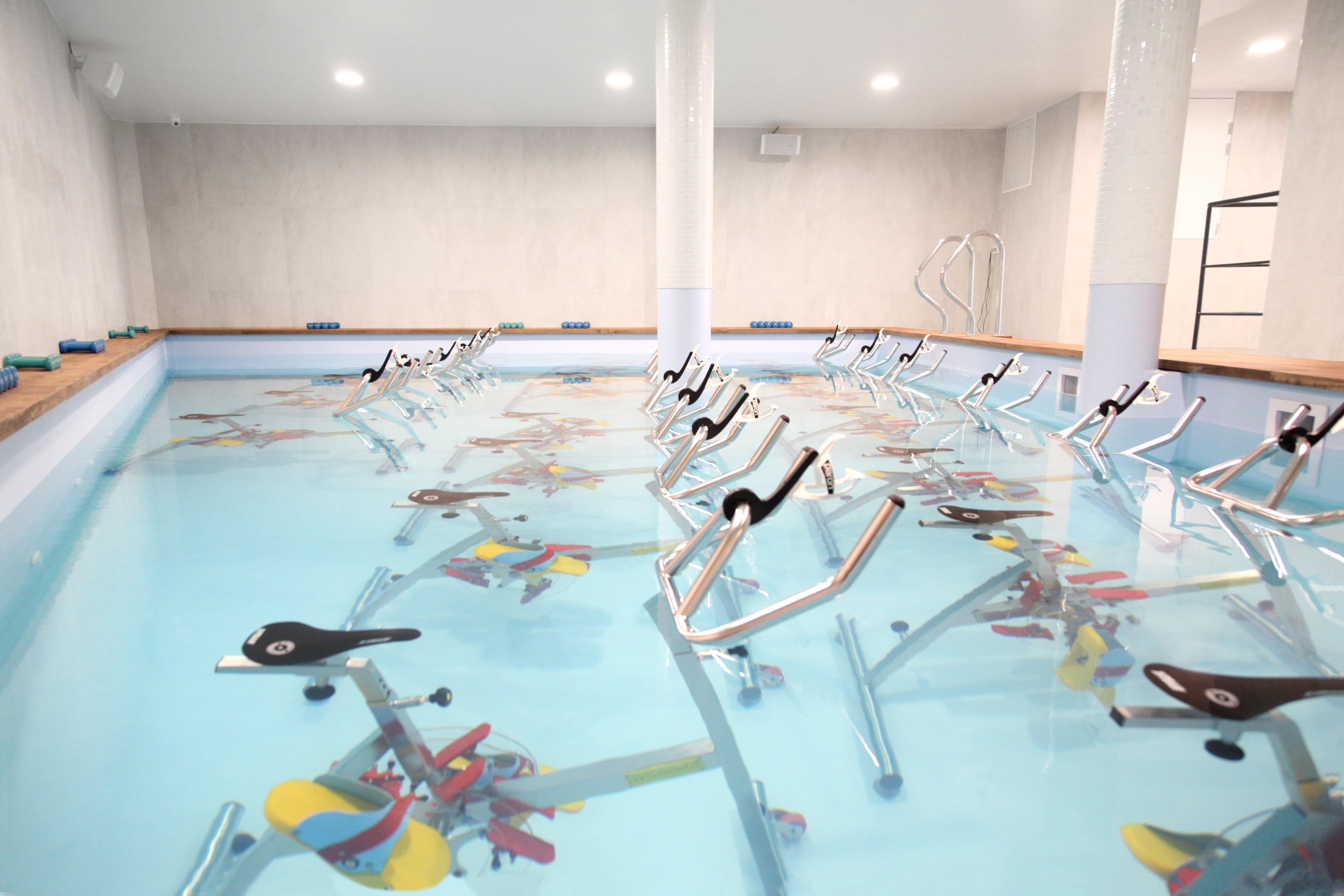 charonne-piscine-aquabike
